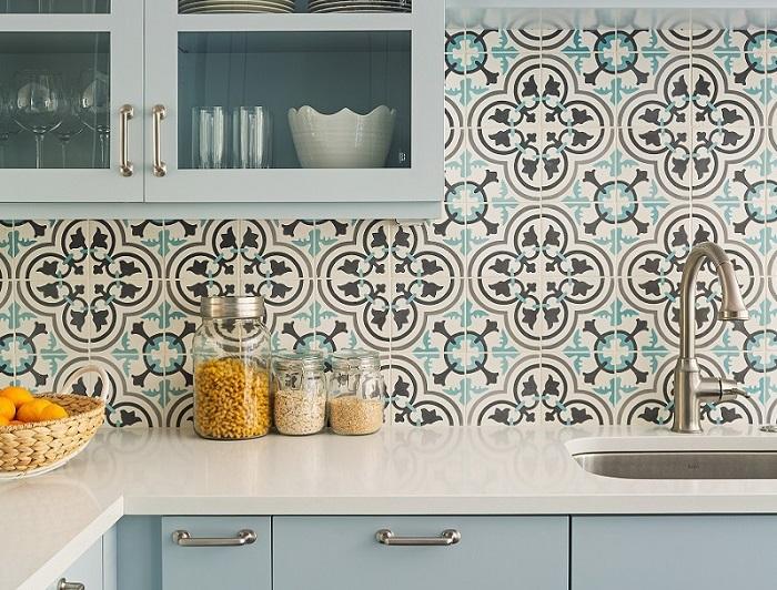 Lựa chọn họa tiết và màu sắc gạch ốp tường phù hợp cho phòng bếp