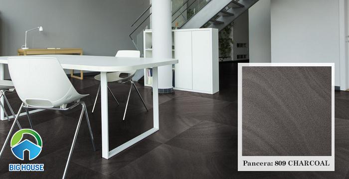 """Lấy cảm hứng từ """"than củi"""", mẫu gạch 809 CHARCOAL của Pancera có tone màu nâu đen, vân cát"""