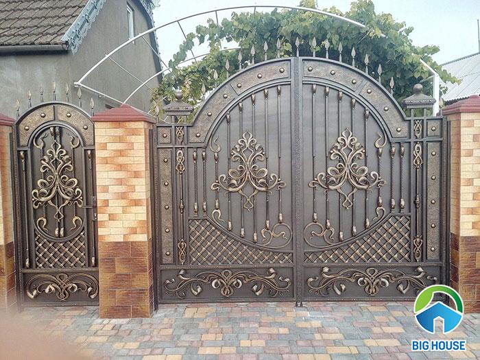 Dựa theo phong cách thiết kế cổng để chọn loại gạch ốp trụ cổng cho phù hợp