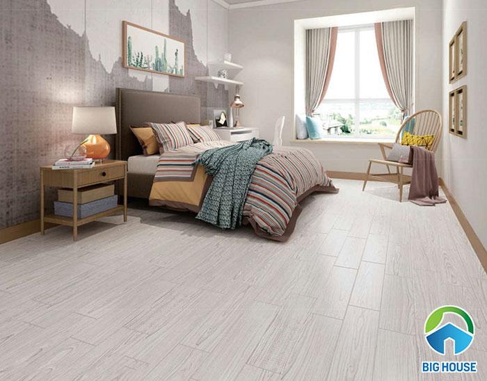 Gạch vân gỗ màu xám kết hợp với ánh sáng tự nhiên