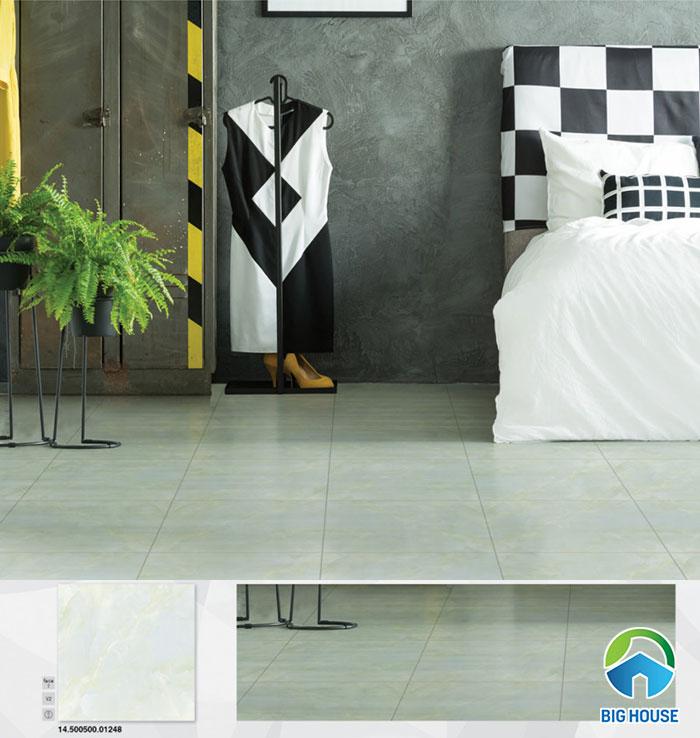 mẫu gạch có bề mặt nhẵn bóng, kích thước 50x50cm, thích hợp với nhiều diện tích phòng ngủ.