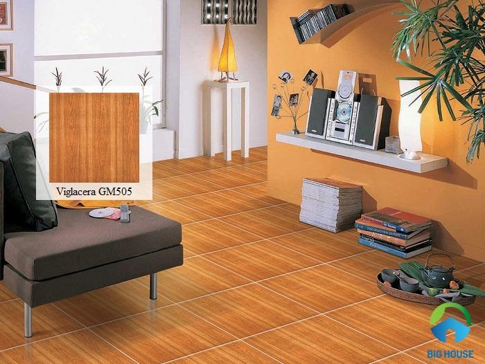 Lựa chọn gạch lát nền phòng khách Viglacera giả gỗ màu nâu cam tạo thêm phần ấm cúng cho không gian