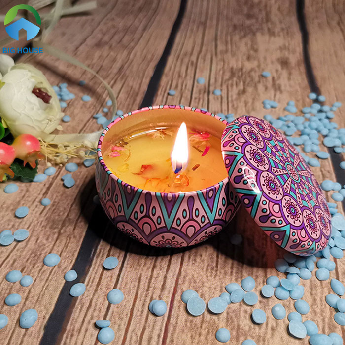 Nến thơm mang đến mùi hương dễ chịu cho phòng vệ sinh nhà bạn