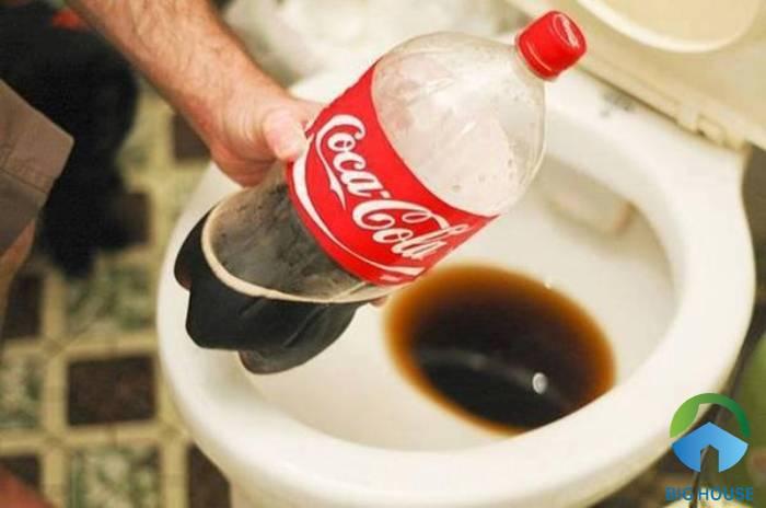 xử lý bằng coca cola và chanh tươi