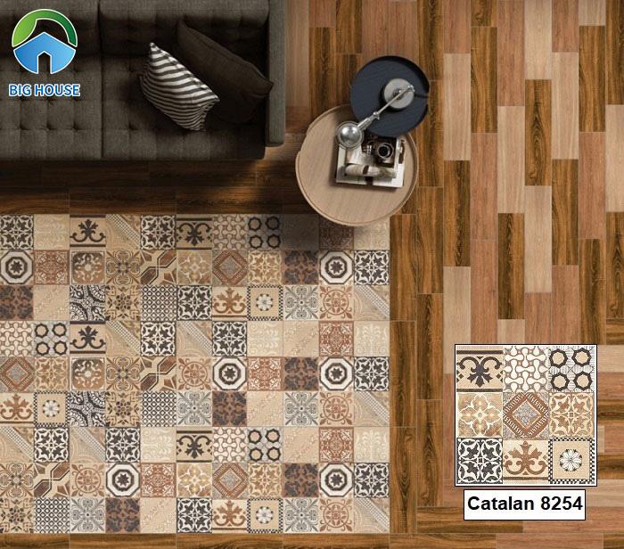 Gạch bông Prime 03.600600.08254 kích thước 60x60 lát nền phòng khách rất phù hợp. Gam màu nâu trầm của gạch kết hợp gạch lát giả gỗ đồng tone tạo sự hài hòa, thu hút.