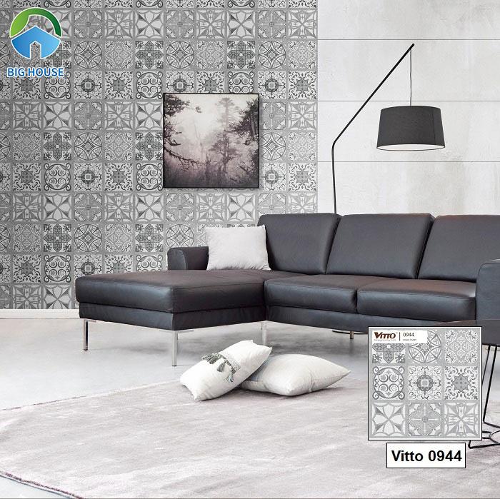 Mẫu gạch bông 60x60 Vitto 0944 mang tone màu ghi xám thích hợp trang trí không gian phòng khách hiện đại. Những họa tiết hoa văn trên nền gạch rất ấn tượng.
