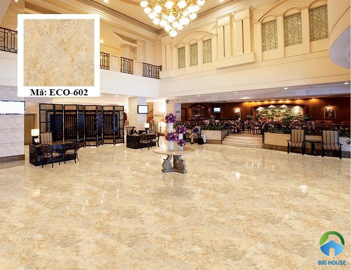 Sử dụng mẫu gạch lát Viglacera ECO-602 đem đến nét đẹp sang trọng cho các không gian sở hữu. Sản phẩm có tông màu vàng đất bắt mắt, kích thước 60x60 phù hợp với nhiều vị trí không gian.