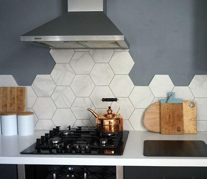 Gạch lục giác ốp tường bếp vừa chống bám bẩn